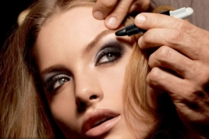 sexy-smoky-eye-makeup-in-2-easy-steps-with-MaxFactor